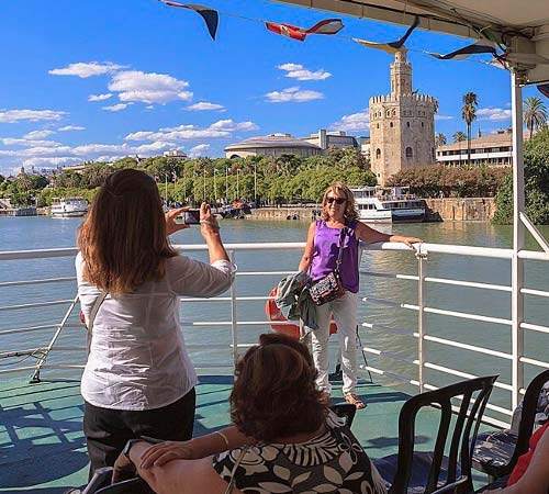 A scenic cruise on the River Guadalquivir!