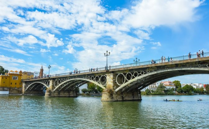 7 Curiosities of the Bridge of Triana that not everyone knows